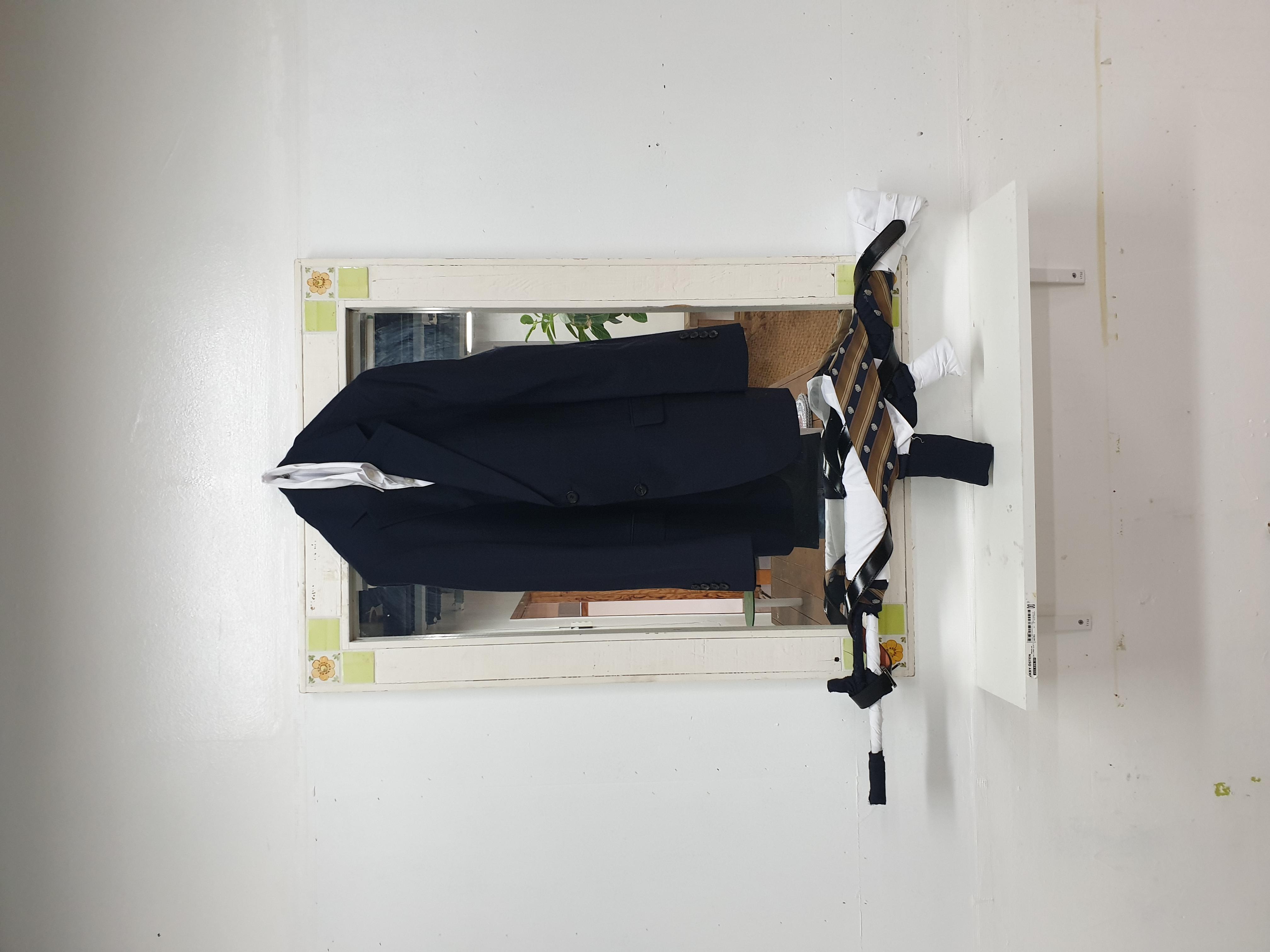 정승용 , 전투복 2019 - 퇴근 후, 출근 전, 970 x 220mm, 장난감, 정장.jpg